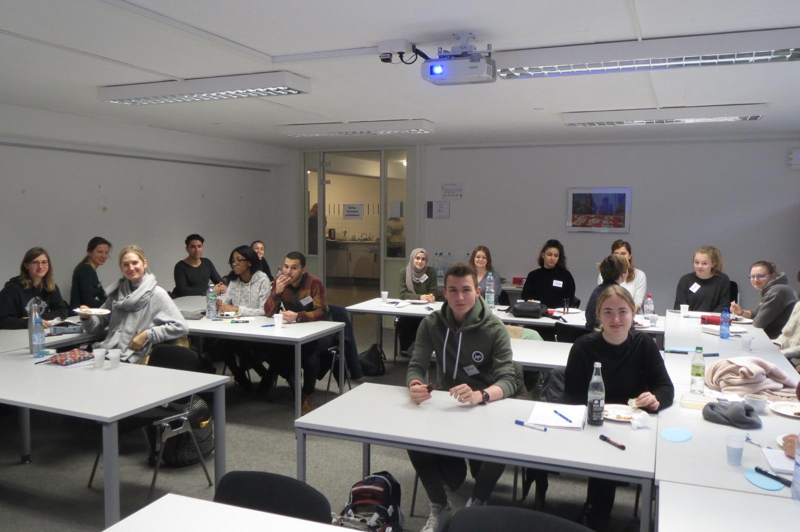 Einige TeilnehmerInnen des NeututorInnenseminars mit Schwerpunkt Vorbereitungsklassen und Internationale Förderklassen