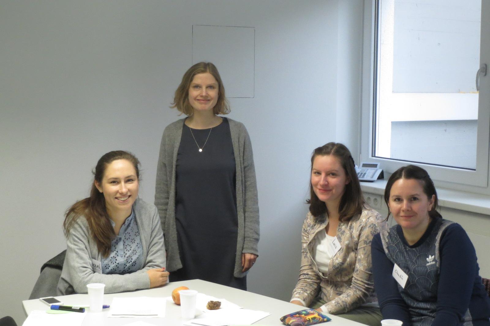 Teilnehmerinnen und Seminarleiterin des NeututorInnenseminars mit Schwerpunkt Nachhilfetutorium